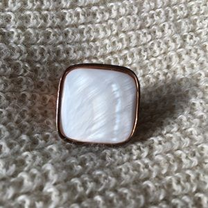Jewelry - Rose gold and mother of pearl ring